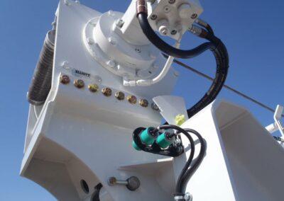 H 90 R hydraulics closeup